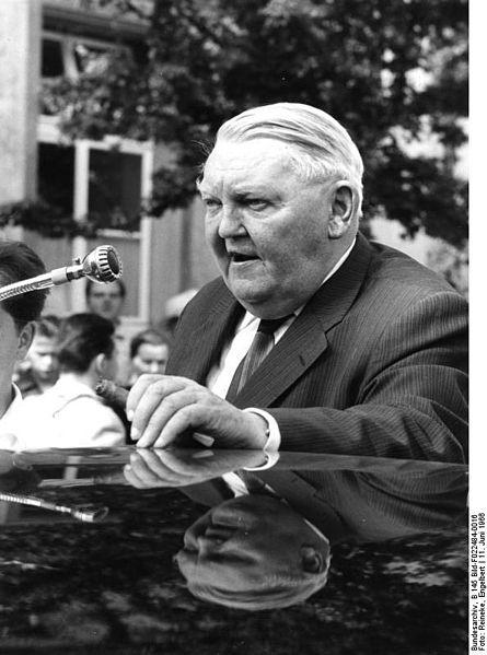 Landtagswahlkampfreise  von Bundeskanzler Erhard im Jahr 1966. (Deutsches Bundesarchiv)
